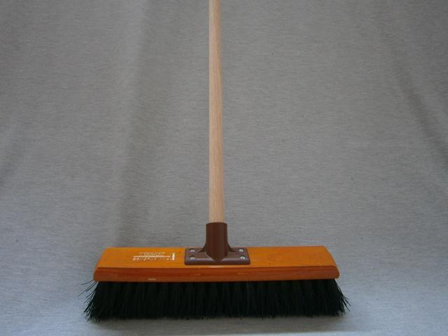 Bassine Fibre Broom Economy complete with handle
